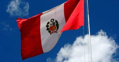 Imágenes de la bandera de Perú ondeando